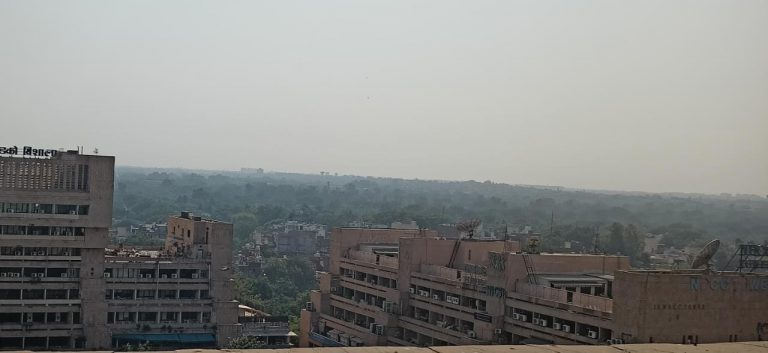 Delhi's air quality deteriorates further as overall AQI reaches 320